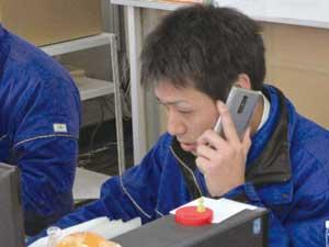仕事中の松本 健史