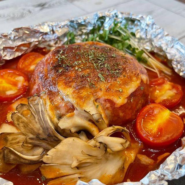 ホイル包み焼きトマトハンバーグ